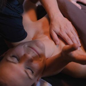 Massage lomi-atsu